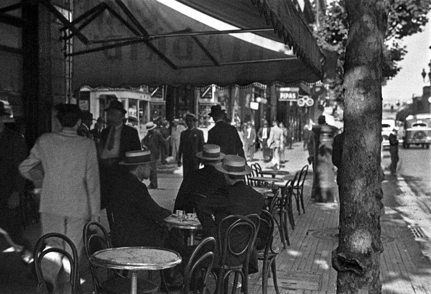 COPPOLA, Horacio, <i>Avenida de Mayo</i>