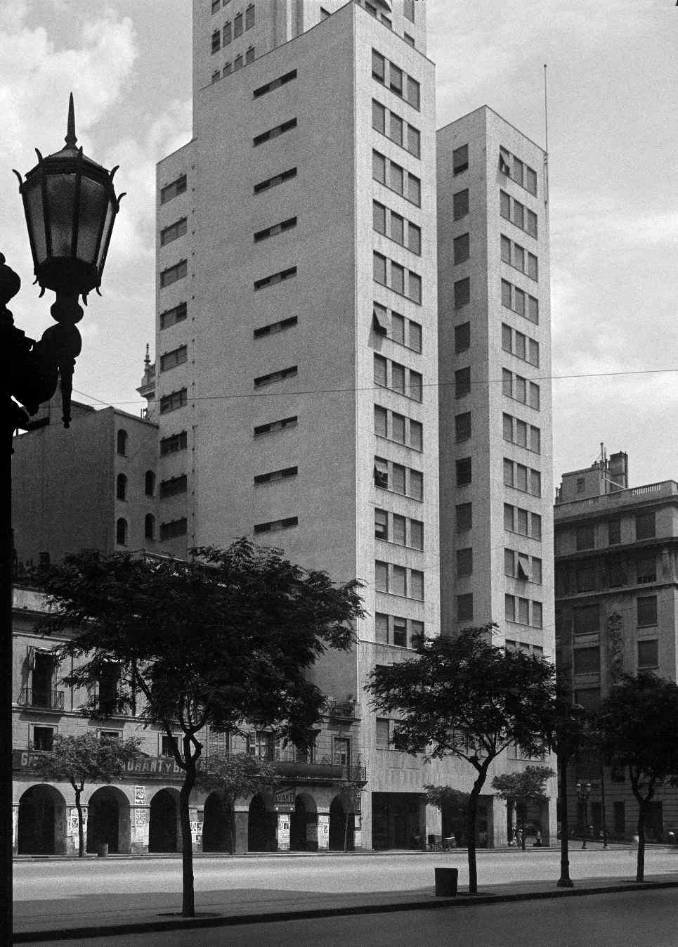 COPPOLA, Horacio, <i>Avenida Além, esquina Corrientes</i>