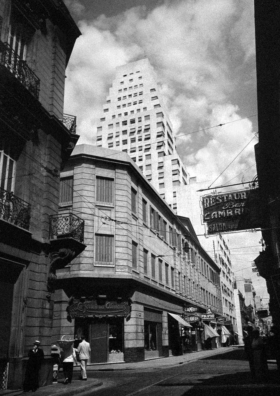 COPPOLA, Horacio, <i>Calle Corrientes, esquina Reconquista</i>