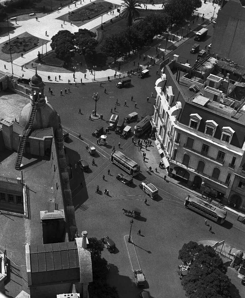 COPPOLA, Horacio, <i>Victoria esquina Bolívar</i>