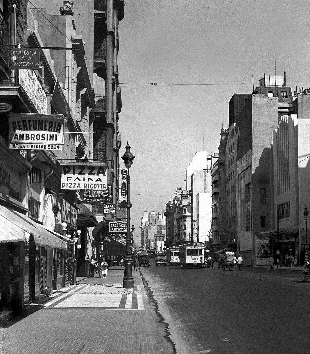 COPPOLA, Horacio, <i>Calle Corrientes al 1200</i>
