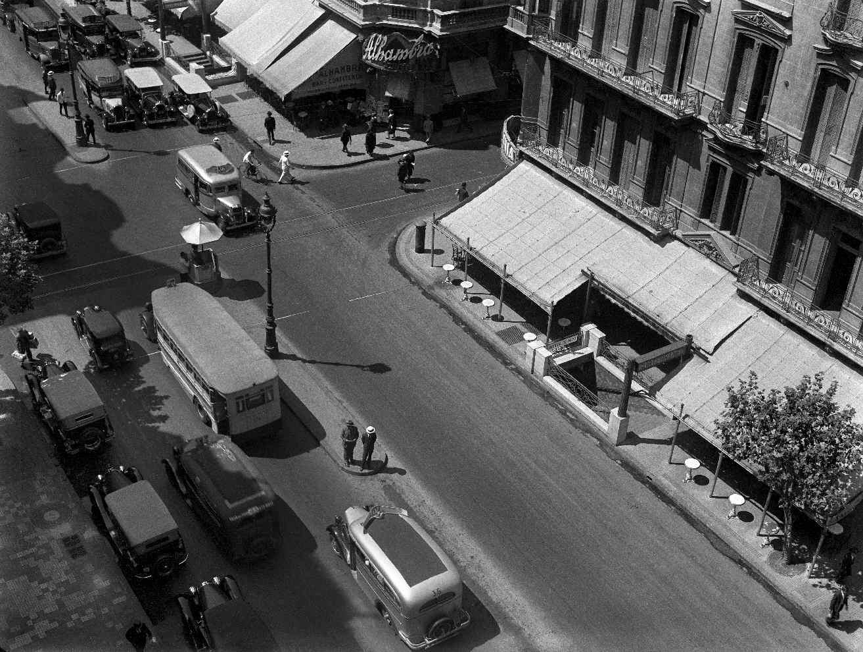 COPPOLA, Horacio, <i>Avenida de Mayo, esquina Bernardo de Irigoyen</i>