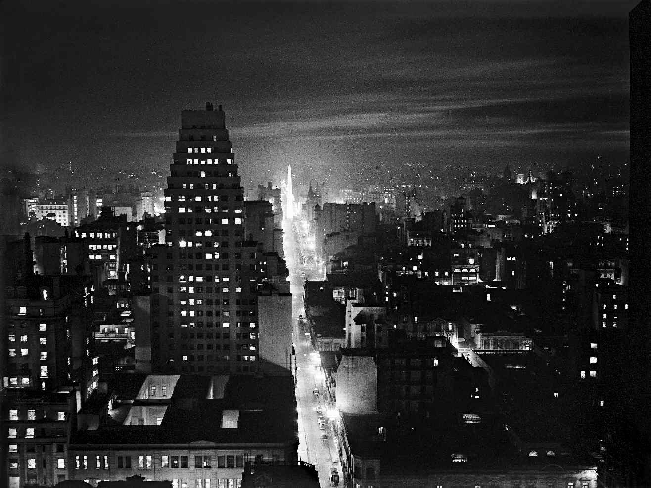 COPPOLA, Horacio, <i>Nocturno. Calle Corrientes desde Reconquista</i>